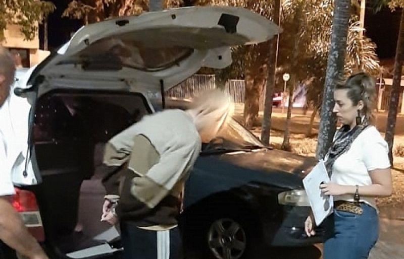 O comerciante ao ser preso pela equipe da DDM de Garça