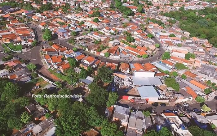 Músico mariliense grava clipe em favela e relembra momentos difíceis