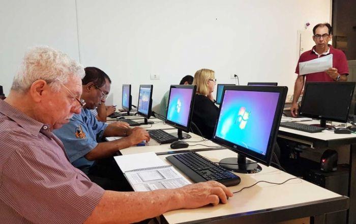 Informática: Telecentro inicia aulas para terceira idade