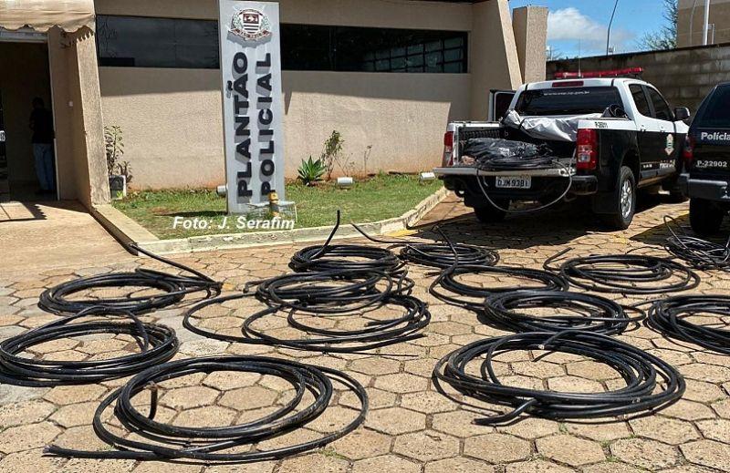 Foram recuperados 407 metros de cabos telefônicos, avaliados em cerca de R$ 7 mil.