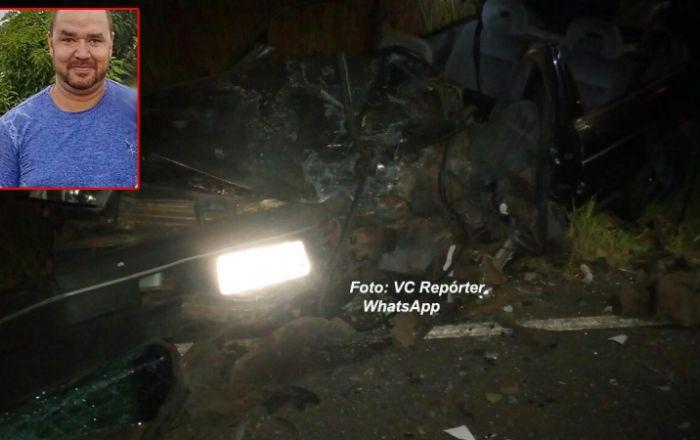 Carros batem de frente em vicinal e motorista morre. Outro envolvido foge