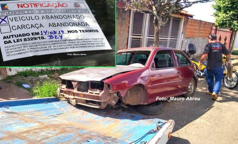 Donos de veículos abandonados foram notificados (destaque) e agora começa o recolhimento.
