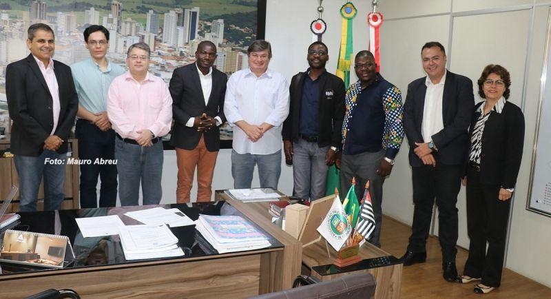 Prefeito Daniel recepcionou a comitiva de Angola em abril