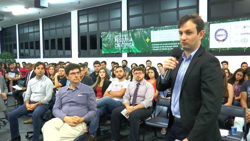 """Fábio Dacêncio, coordenador do NAEX: """"Muitos alunos têm transformado seu projeto de iniciação científica em negócios que geram riquezas para nossa região"""" economia"""