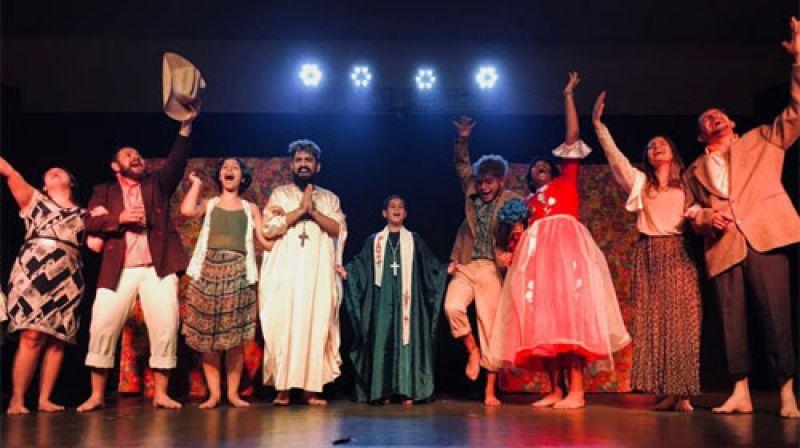 Atores e atrizes amadores se apresentam em festival na região