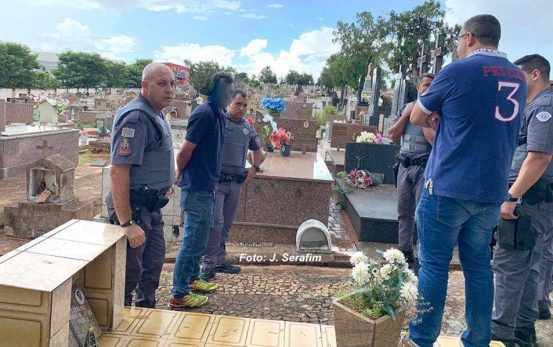 O acusado pelo disparo foi preso no interior do cemitério