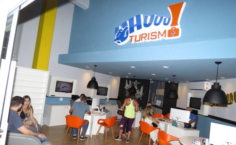 A UHUUU! Turismo está localizada no shopping Atenas.