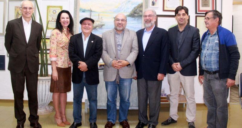 O Diretor da UAB, professor Adérito Fernandes Marcos, ao ser recepcionado no Univem.