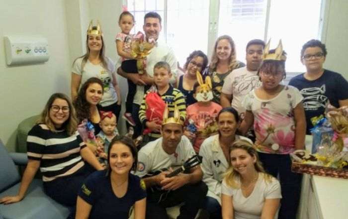 Pacientes da Oncologia Pediátrica da Santa Casa de Marília recebem ovos de Páscoa