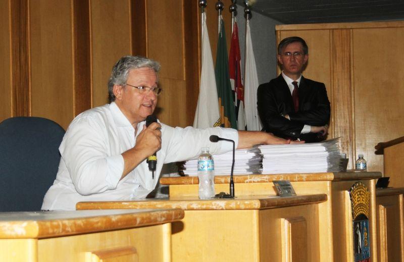 Prefeito de Garça apresenta relatório da crise na Santa Casa.