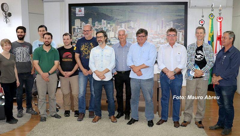 Cientistas argentinos e norte-americanos foram recebidos na Prefeitura.
