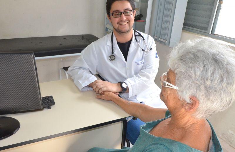 O médico José Fittipaldi Neto conquistou carinho e confiança dos pacientes.