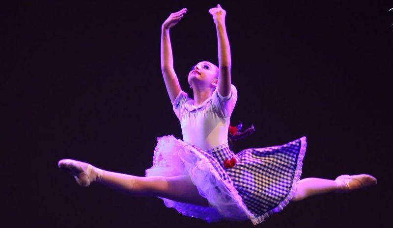 Bailarinos participaram de seletivas para participar do festival.