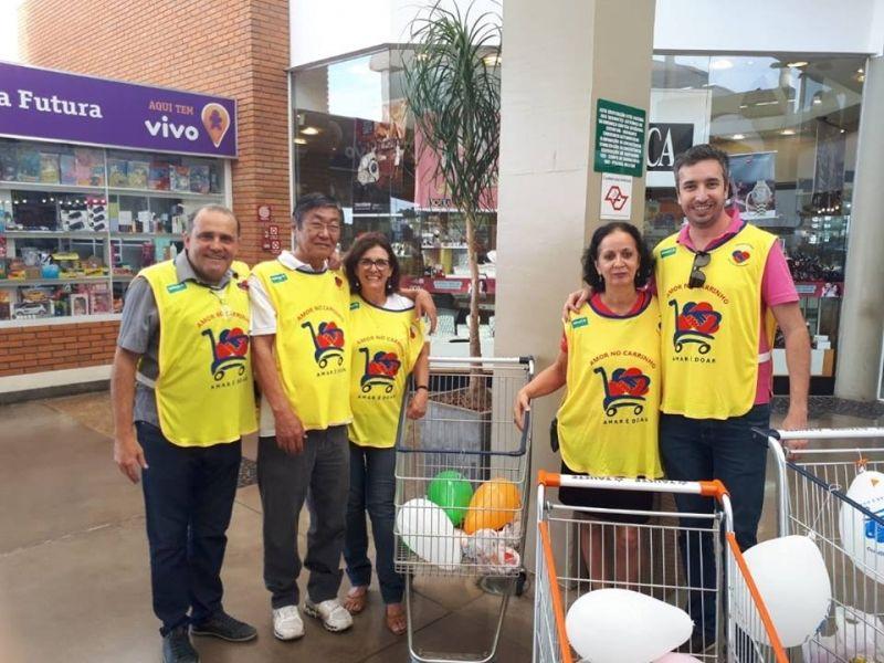 Voluntários do grupo Amigos do Bar realizam ação solidária