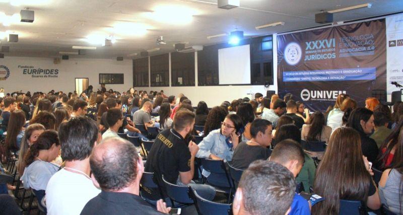 Palestras realizadas no Salão Nobre atraíram público de aproximadamente 700 pessoas