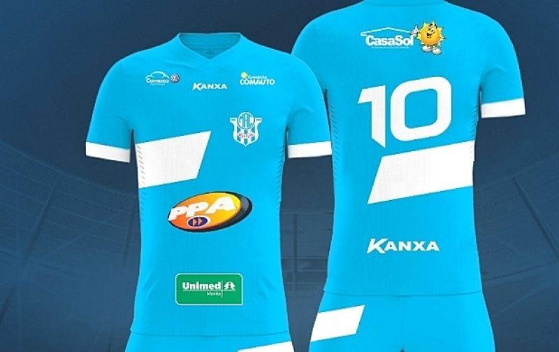 A camisa oficial azul (número 1) está disponível para venda