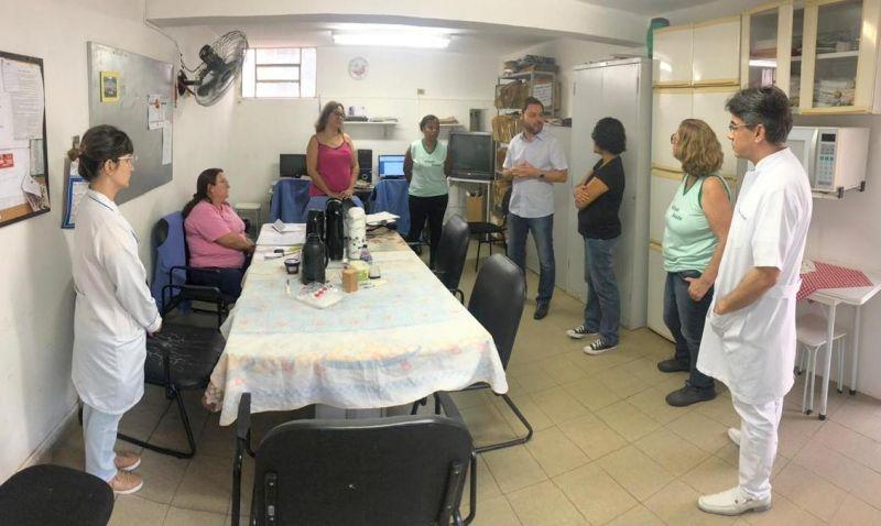 Na USF Jardim Marília, Ricardo Mustafá conversou com servidores e usuários