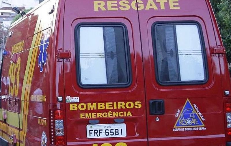 A criança foi socorrida pelo resgate e o estado é considerado grave.