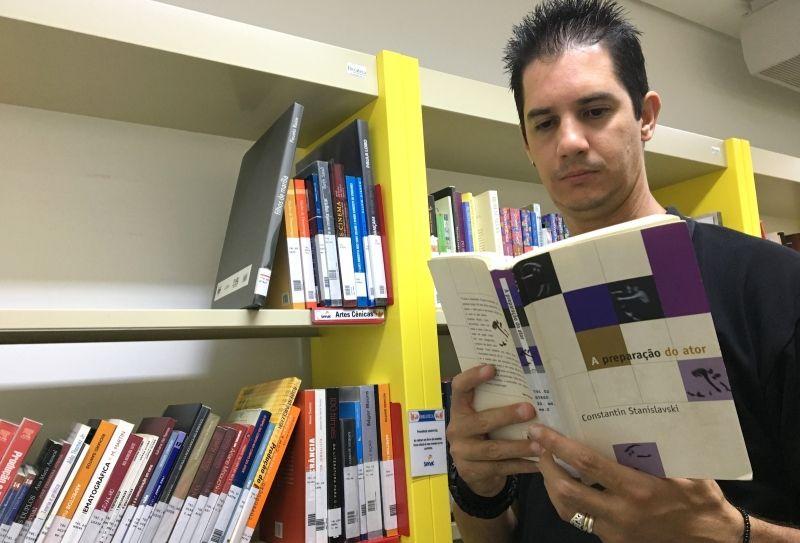 Deriton Tiago Lopes está envolvido com o teatro desde os 15 anos de idade.