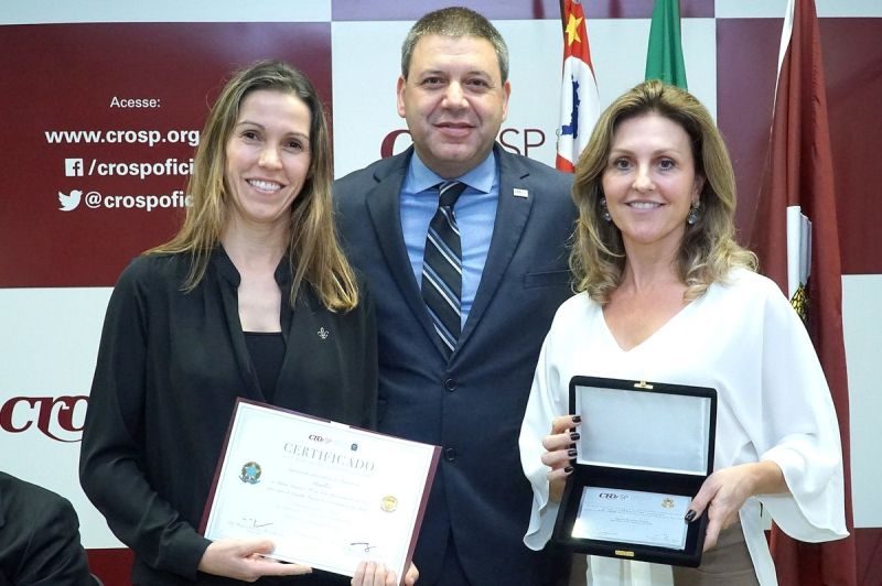 As dentistas marilienses, com o presidente do CFO, Marcos Capez.