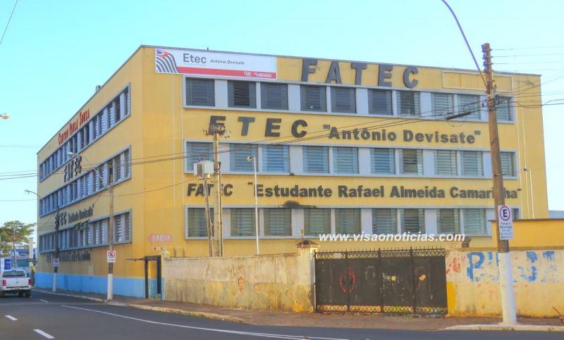 A ETEC e a FATEC de Marília oferecem três cursos.