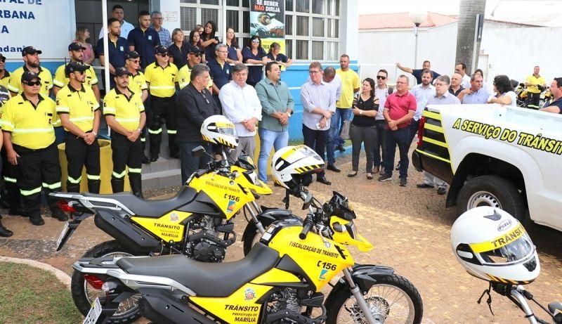Novas viaturas e equipamentos foram entregues à Emdurb.