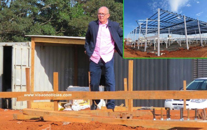 Nilton Hang durante inspeção das obras em Marília. Loja terá 150 funcionários.