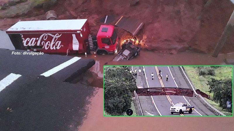 Caminhão e viatura da Entrevias foram engolidos pela cratera.