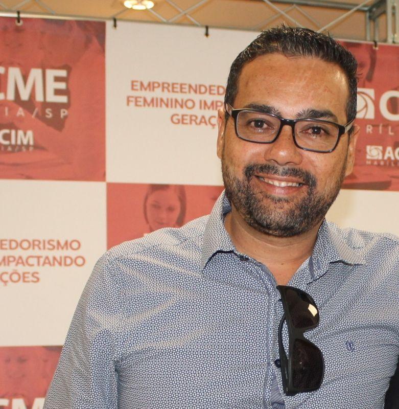 O comunicador e empresário Fábio Santos destaca a confiança do comércio paraguaçuense