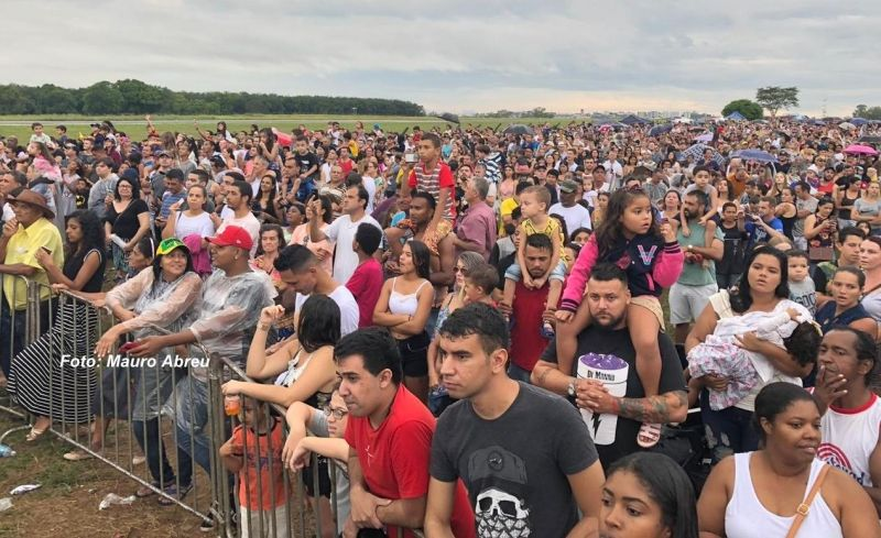 Evento reuniu cerca de 15 mil pessoas neste domingo.