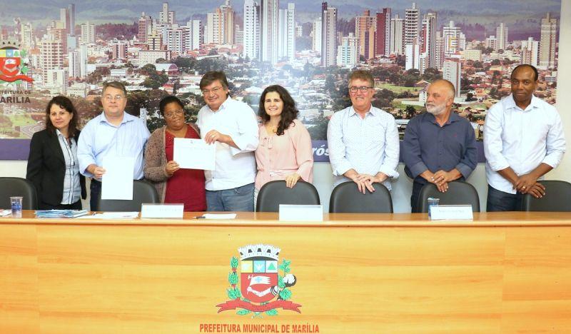 Se aposentaram 15 servidores da Prefeitura de Marília.