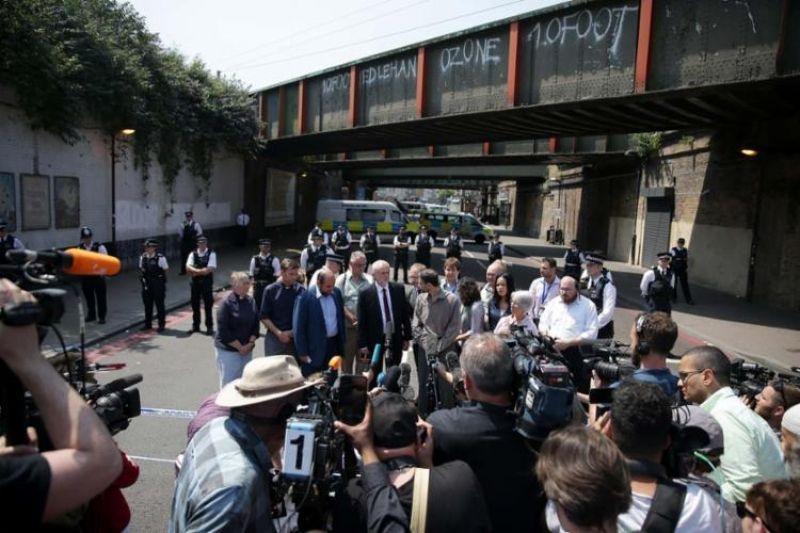 Autoridades políticas e religiosas estiveram próximo ao local do ataque