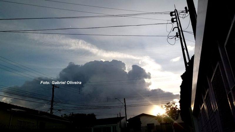Nuvens carregadas chegaram a se formar em Marília.