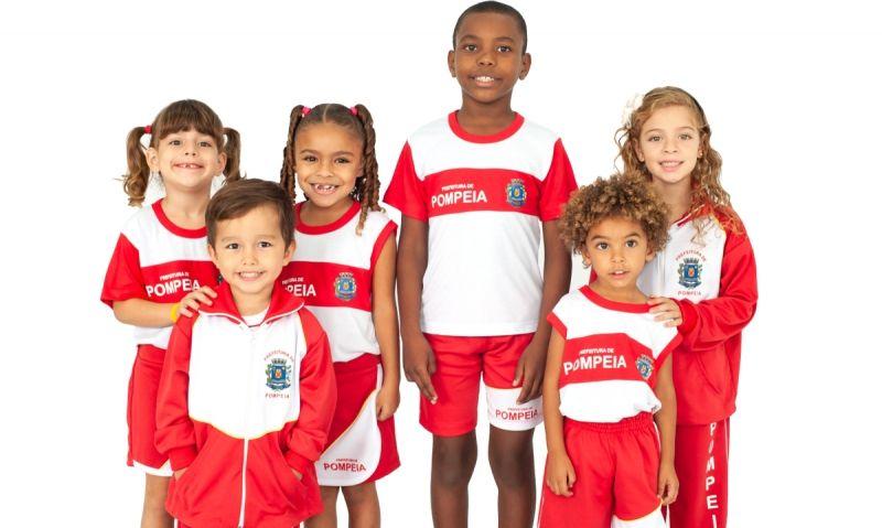 Serão mais de 6 mil kits de uniformes de verão para os alunos da rede municipal.