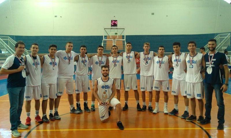 Equipe de basquete de Marília que disputou os jogos regionais em Assis.