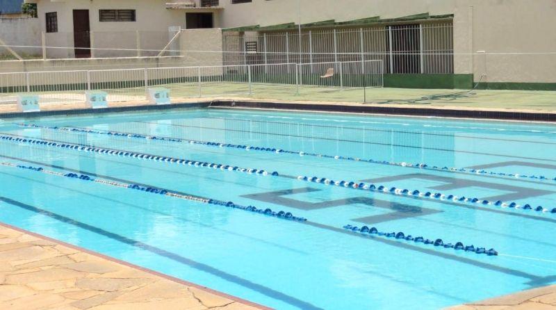 As aulas acontecem na piscina do Centro Esportivo e Social de Garça.