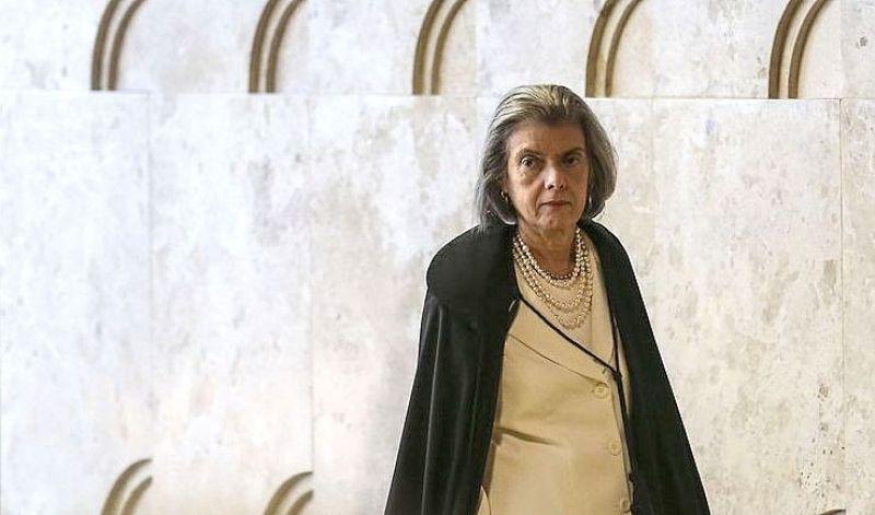 A presidente do STF, ministra Cármen Lúcia, afirmou ser inaceitável que decisões judiciais sejam descumpridas (José Cruz/Agência Brasil)