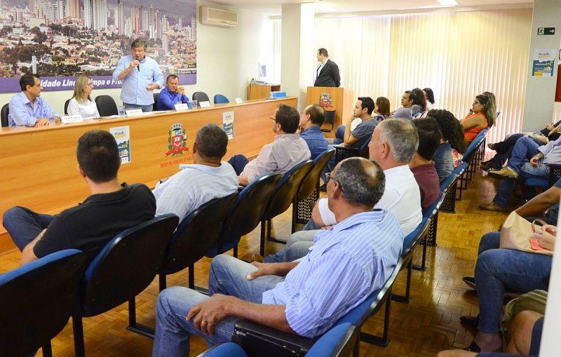 Lançamento do concurso foi realizado no auditório da Prefeitura.