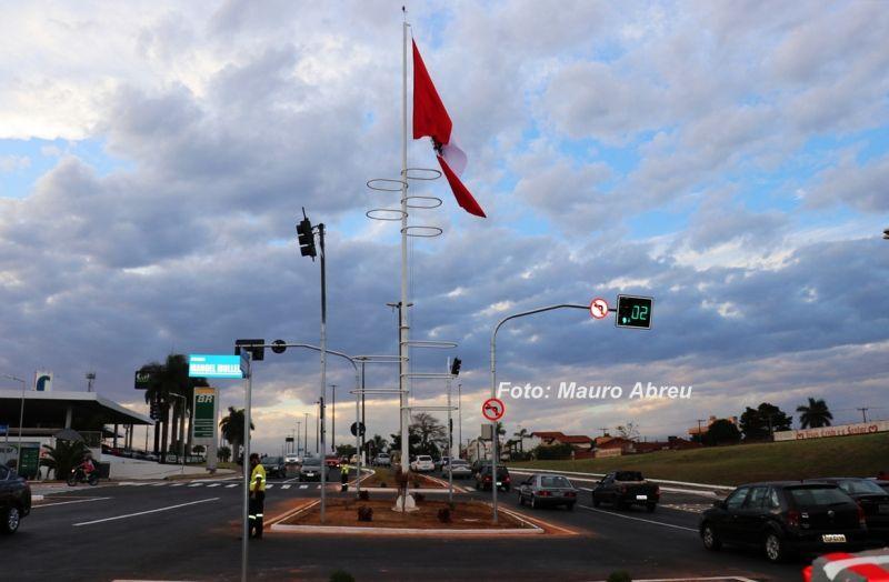 Novo sistema viário dá mais segurança aos pedestres e elimina congestionamentos.