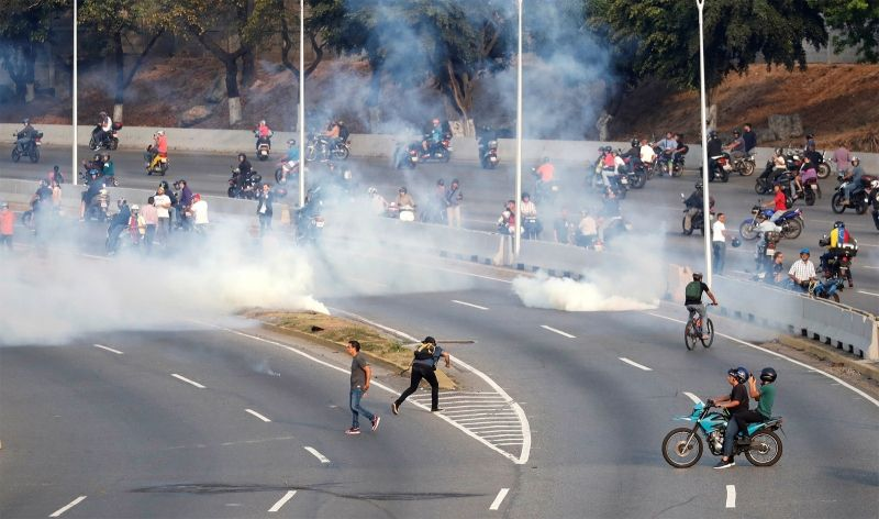 Conflitos nas imediações da base aérea de La Carlota, em Caracas.