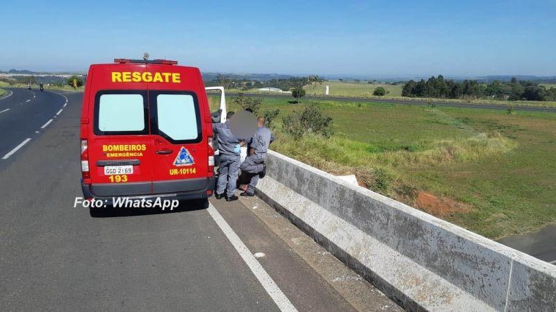 Bombeiros convencem mulher a não praticar suicídio pulando de viaduto na rodovia do Contorno.