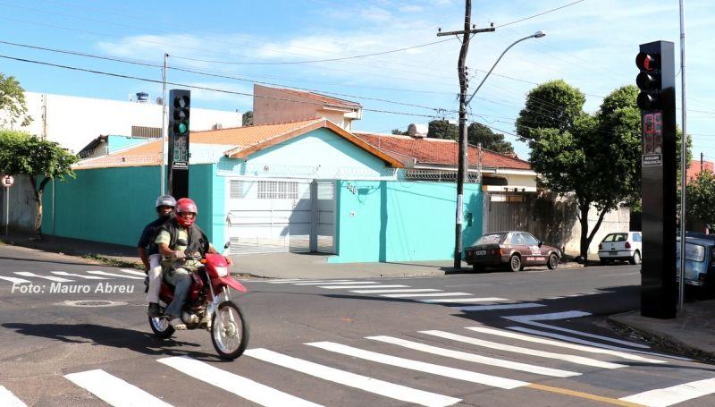 Semáforos garantem mais segurança no trânsito em Marília