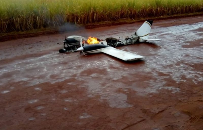 Mistério: avião caiu e pegou fogo ou foi incendiado?