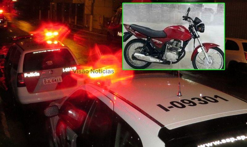 A motocicleta foi recuperada pelos policiais militares.