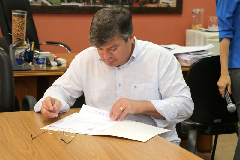 Prefeito Daniel Alonso protocolou no Legislativo o projeto de reajuste zero.