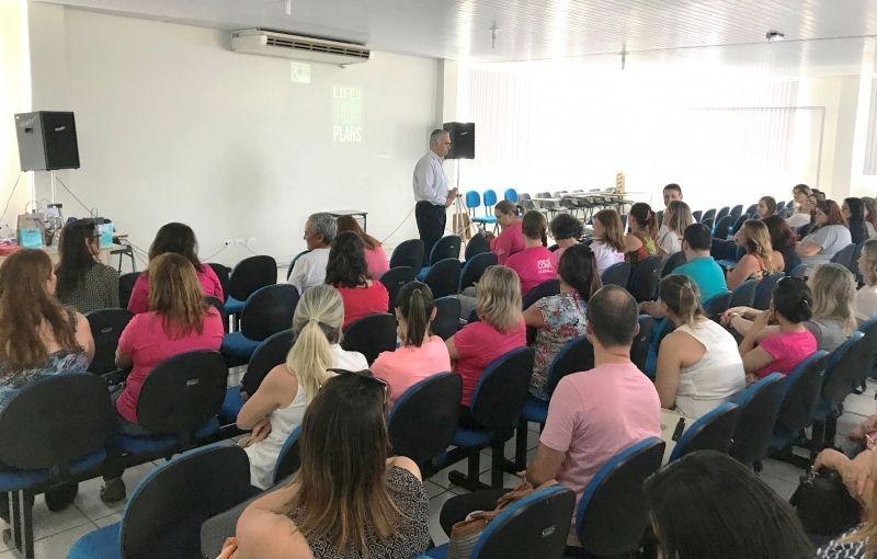 Médico Léo Pastori mostra o aumento do número de casos de câncer de mama a cada ano