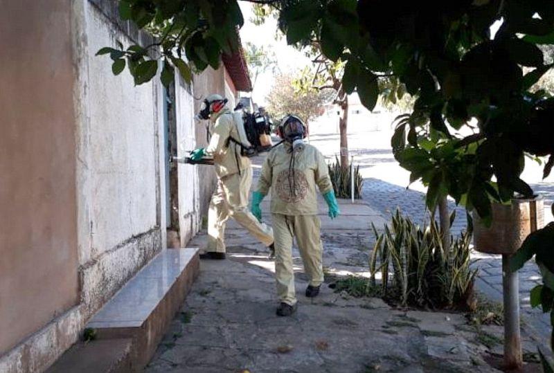 O trabalho de combate ao mosquito está sendo intensificado nos dois bairros.