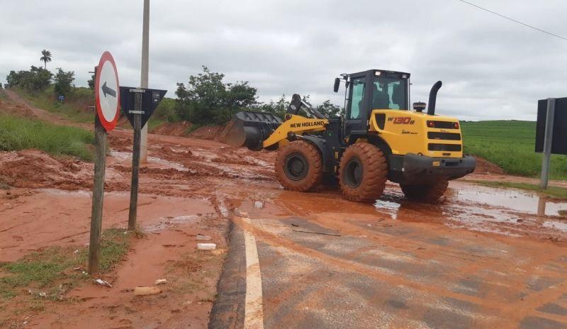 As equipes da Prefeitura estão recuperando os estragos causados pela chuva.