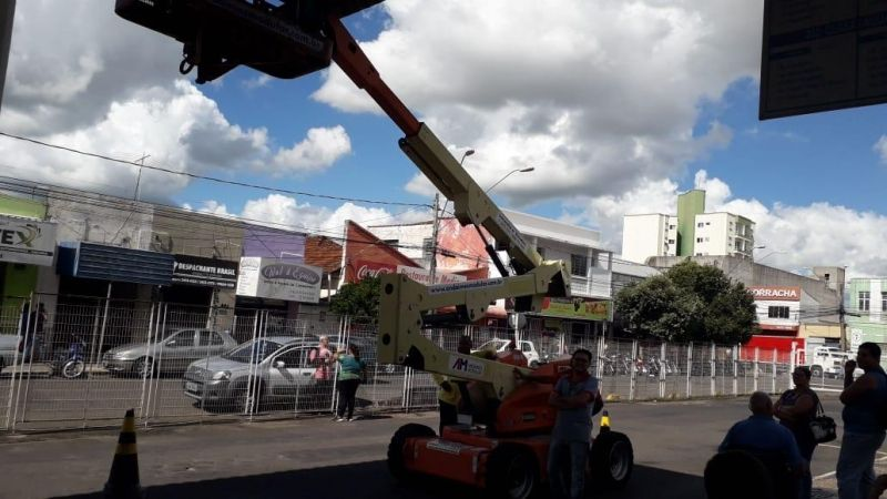 Todas as lâmpadas do Terminal Rodoviário Urbano estão sendo substituídas.