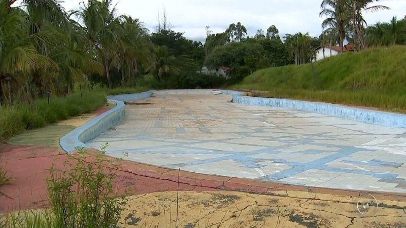 Parque Aquático, que custou R$ 2 milhões, também serpa vendido.